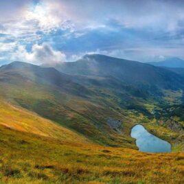 Три вершини, два озера: осінь на Чорногорі